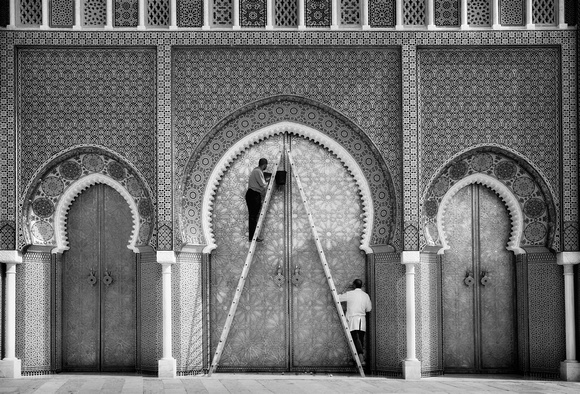 Cleaning Fes Palace Doors
